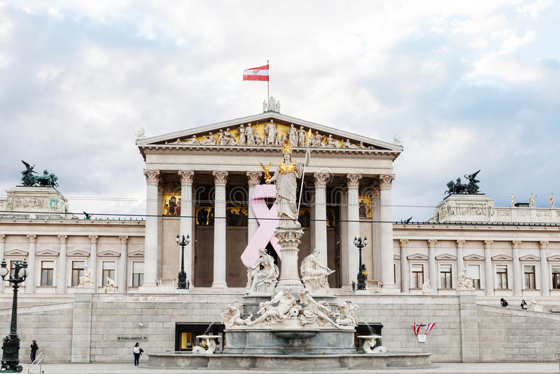 Fonte de Athena Pallas perto do parlamento austríaco foto de stock royalty free