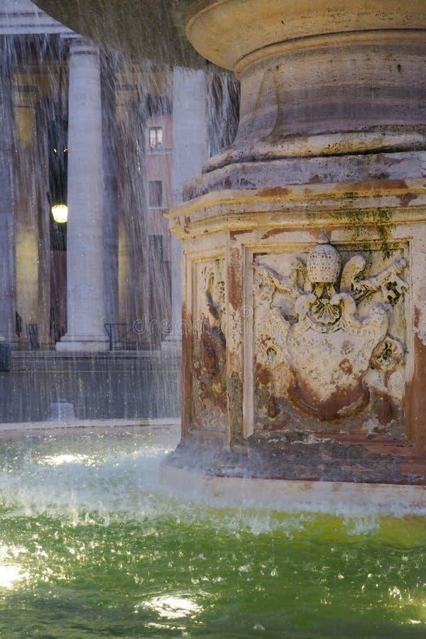 Fonte de Bernini e a colonização na Praça de São Pedro, na Cidade do Vaticano foto de stock royalty free