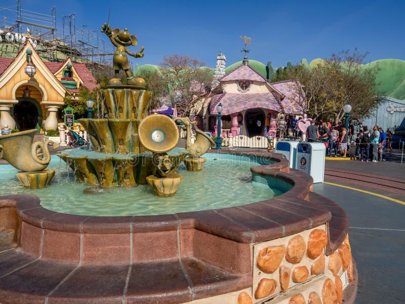 Fonte de Mickey Mouse no Toontown fotos de stock royalty free