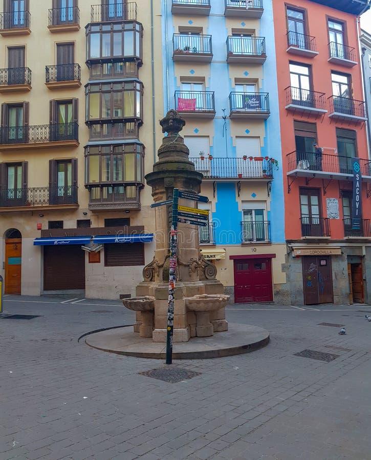Fonte de NavarrerÃa em quadrados famosos de Pamplona Navarra em Sanfermines porque salta de sua parte superior fotografia de stock royalty free