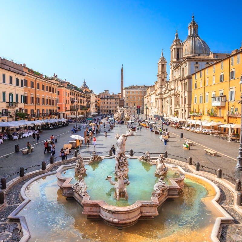 Fonte de Netuno de cima no quadrado de Navona, Roma, Itália imagem de stock