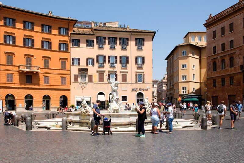 A fonte de Netuno na praça Navona em Roma foto de stock