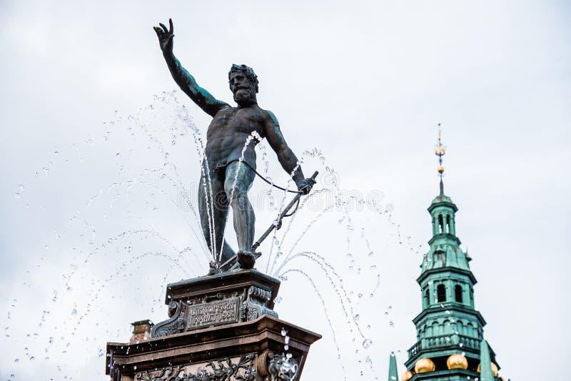 Fonte de Netuno no castelo de Frederiksborg fotografia de stock royalty free