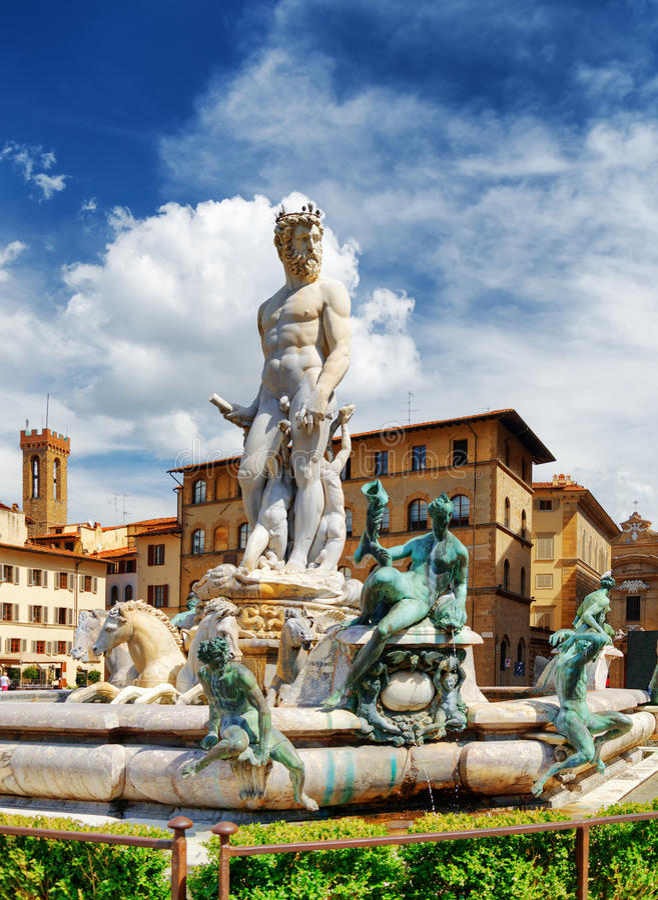 A fonte de Netuno no della Signoria da praça, Florença fotografia de stock