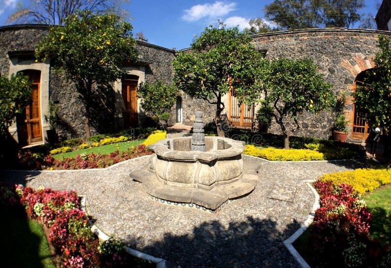 Fonte de pedra situada na Ex-fazenda de Tlalpan México fotografia de stock