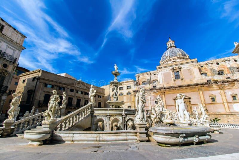 Fonte de Praetoria em Palermo, Itália imagens de stock royalty free