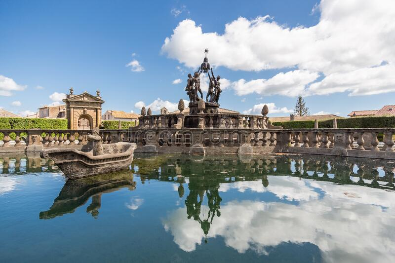 A fonte de quatro mouros em Villa Lante, Villa Lante, é um jardim manerista de surpresa perto de Viterbo, Itália central fotografia de stock