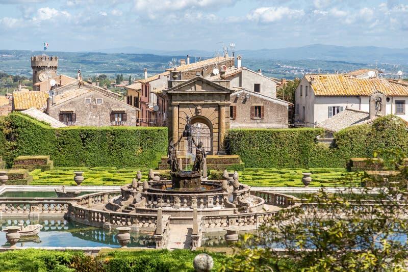 A fonte de quatro mouros em Villa Lante, Villa Lante, é um jardim manerista de surpresa perto de Viterbo, Itália central foto de stock