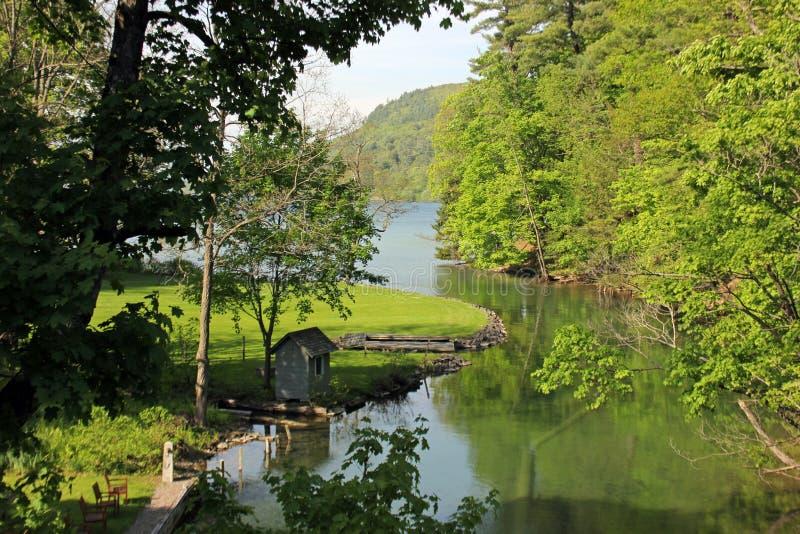 Fonte de rio Susquehanna no lago Otsego, Cooperstown, Estados de Nova Iorque, EUA fotografia de stock