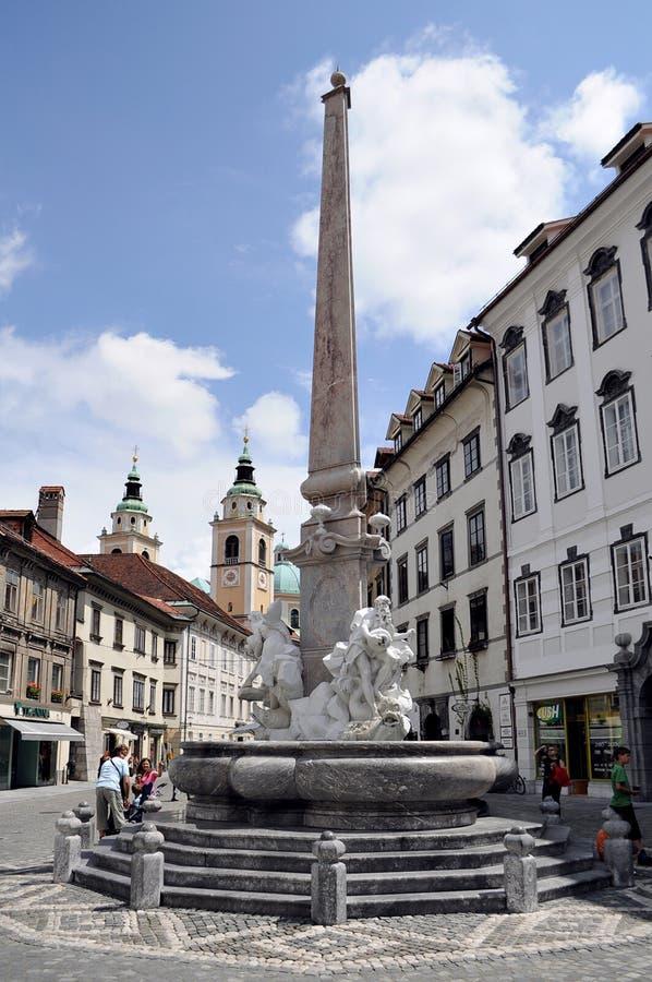 Fonte de Robba na praça da cidade em Ljubljana, Slovenia fotografia de stock