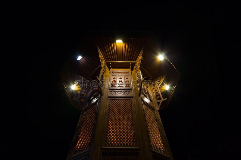 Fonte de Sebilj, no distrito de Bacarsija, em Sarajevo na noite, na Bósnia e na Herzegovina imagens de stock royalty free