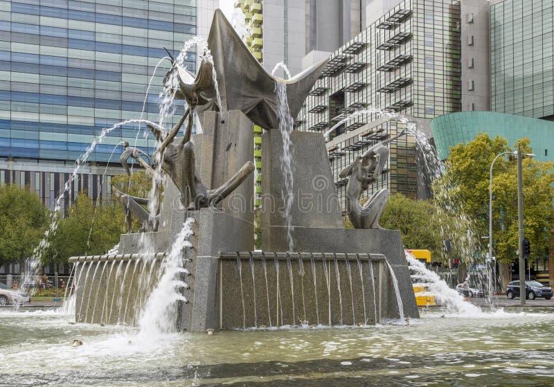 A fonte de três rios em Victoria Square, Adelaide, Austrália do sul foto de stock royalty free