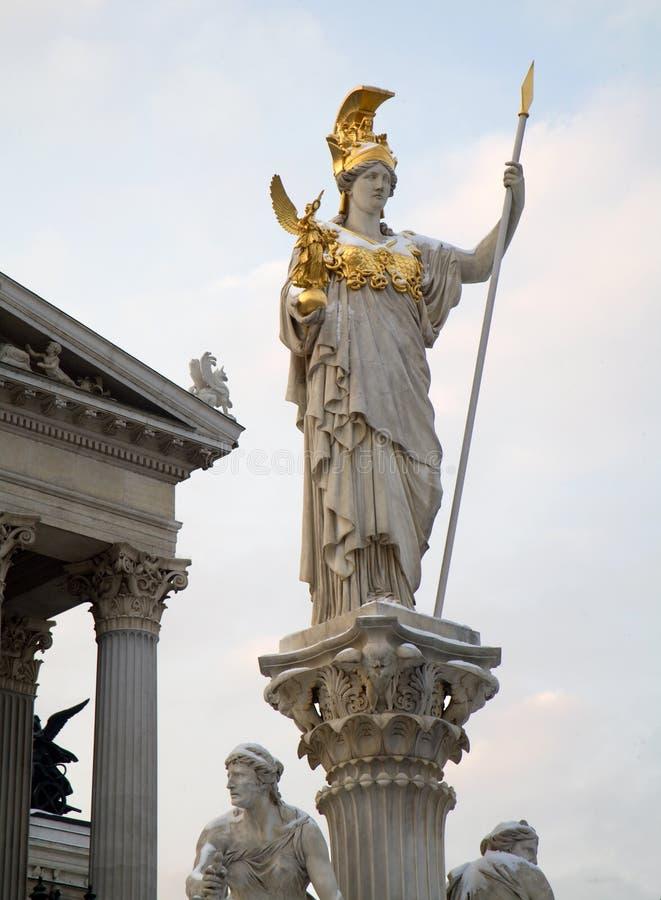 Fonte de Viena - de Athena no inverno imagem de stock royalty free
