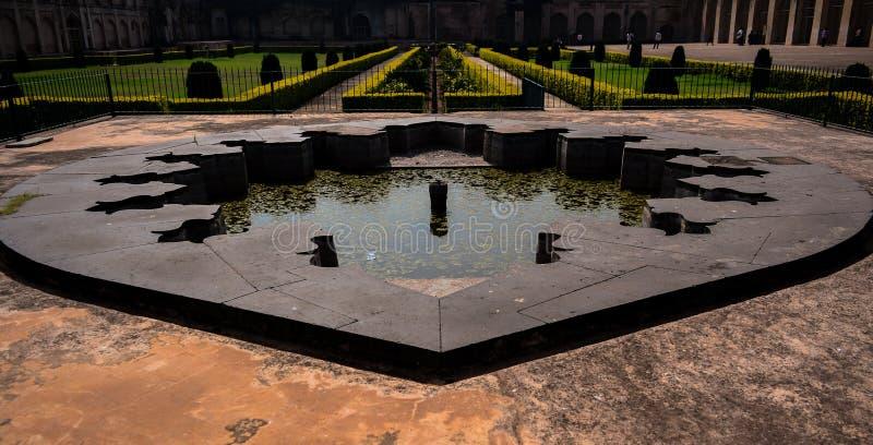 Fonte dentro do forte de Bidar em Karnataka, Índia fotos de stock