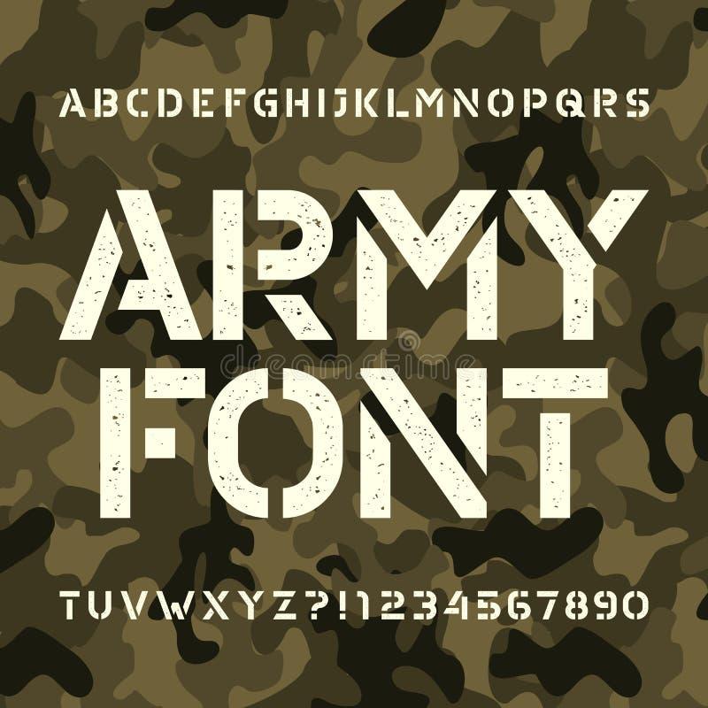 Fonte do alfabeto do estêncil do exército Tipo desarrumado letras e números no fundo verde do camo ilustração royalty free
