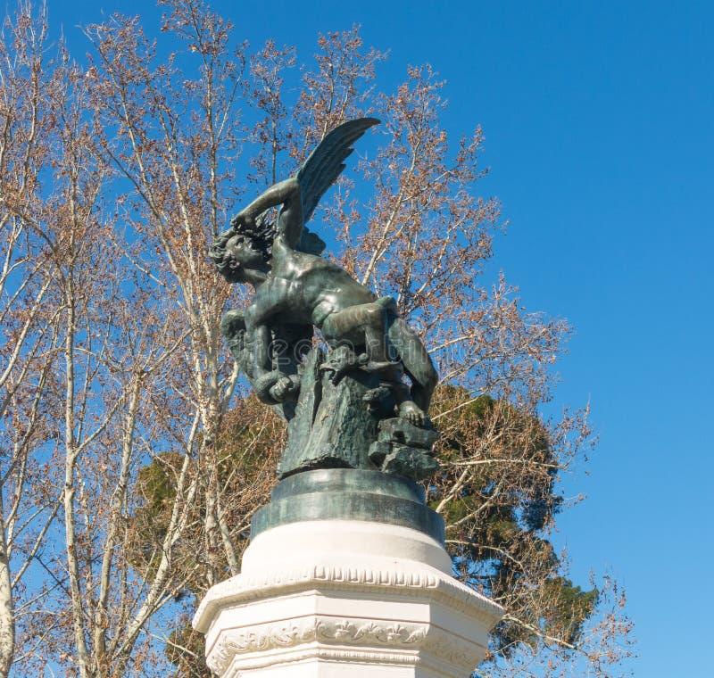 Fonte do anjo caído, destaque do parque de Buen Retiro Buen com referência a imagens de stock