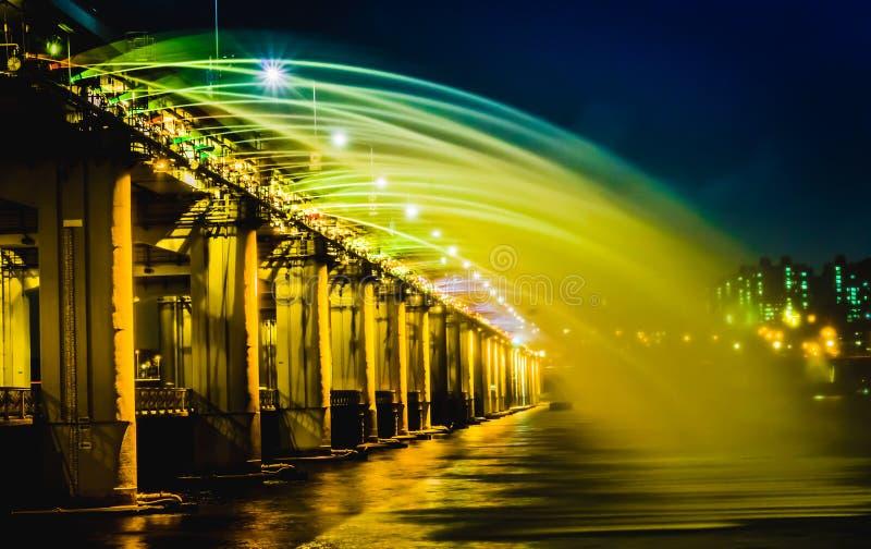 Fonte do arco-íris da ponte de Banpo em Seoul fotografia de stock royalty free