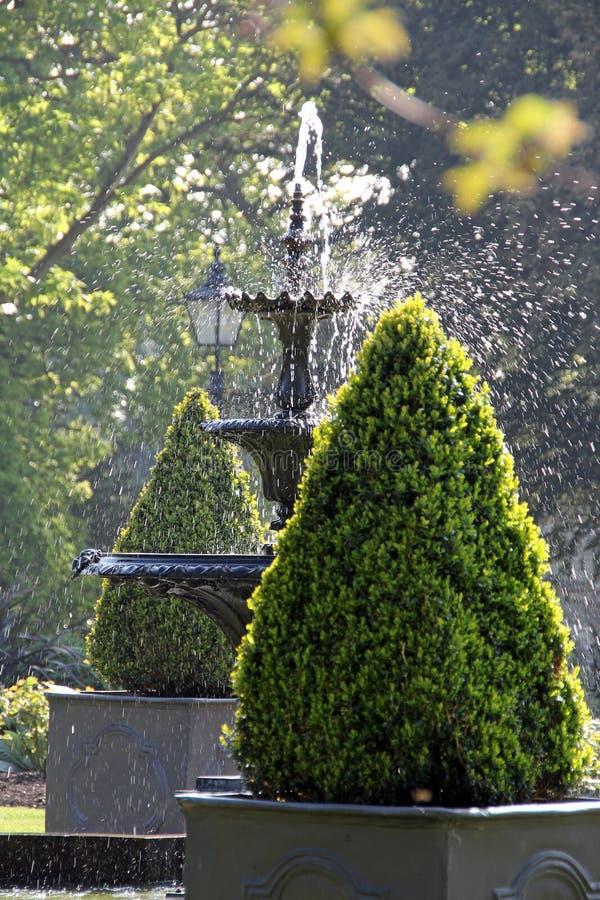 Fonte do jardim decorativo imagem de stock royalty free