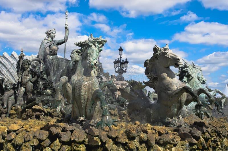 Fonte do monumento com seus cavalos de bronze, DES Quinconces de Girondins do lugar, Bordéus foto de stock