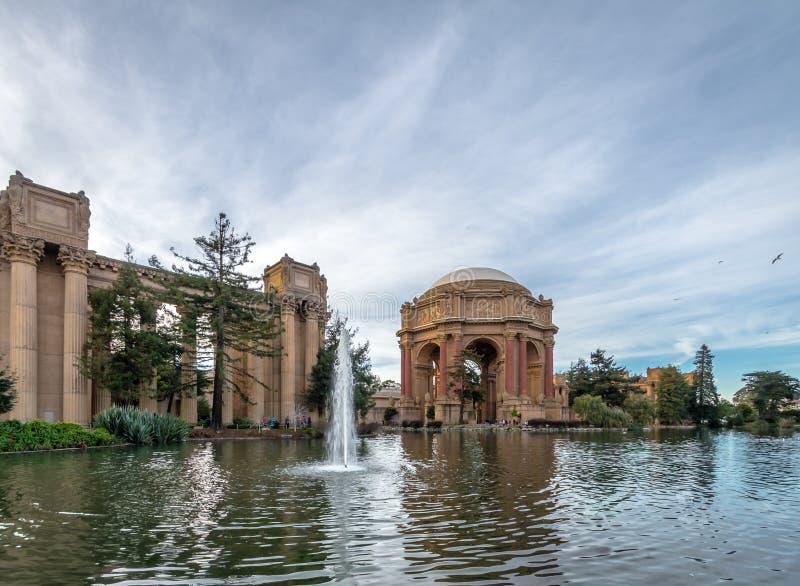 Fonte do palácio das belas artes - San Francisco, Califórnia, EUA foto de stock