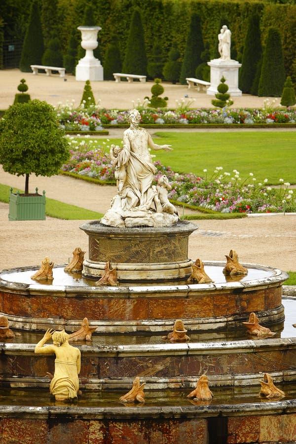Fonte do palácio de Versalhes, France imagem de stock royalty free