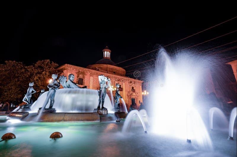 Fonte do rio de Valencia Turia no quadrado de Plaza de la Virgen da Espanha imagem de stock
