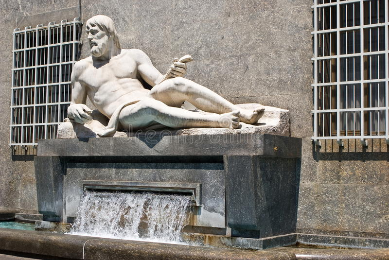 A fonte do Rio Pó, Turin fotografia de stock royalty free