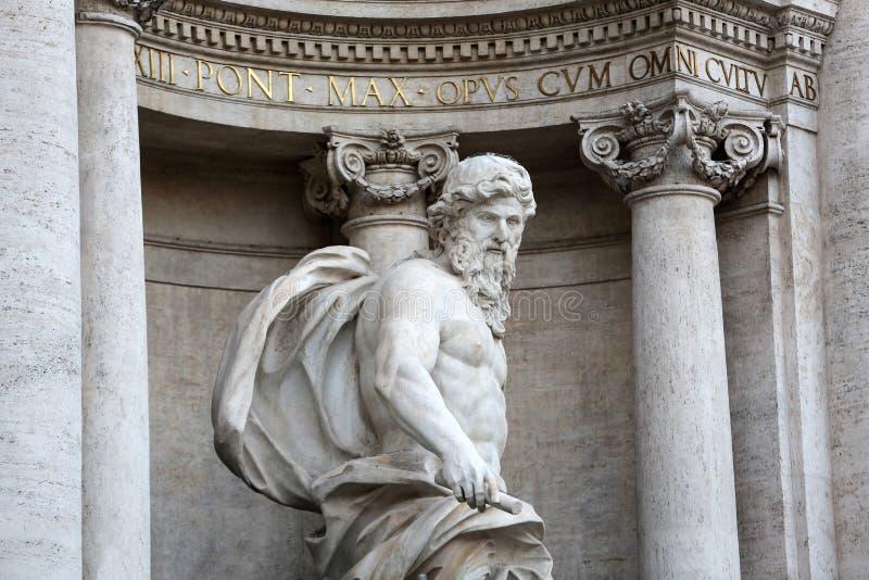 A fonte do Trevi é a mais ambiciosa as fontes barrocos de Roma imagens de stock