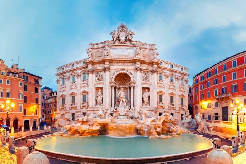 Fonte do Trevi ou Fontana di Trevi em Roma, Itália imagens de stock