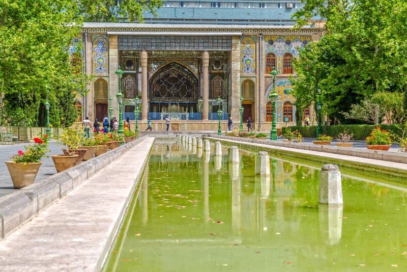 Fonte do verde do palácio de Golestan foto de stock royalty free