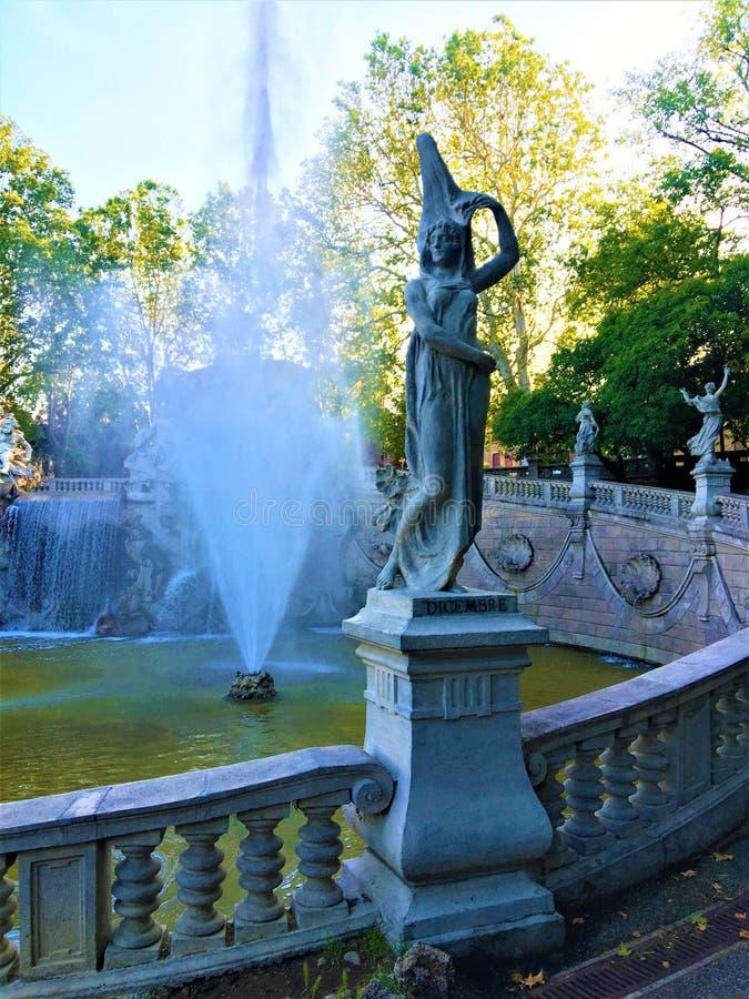 A fonte dos doze meses em Valentino Park de Turin foto de stock