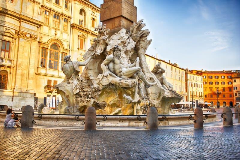 A fonte dos quatro rios por Bernini na praça Navona imagens de stock royalty free