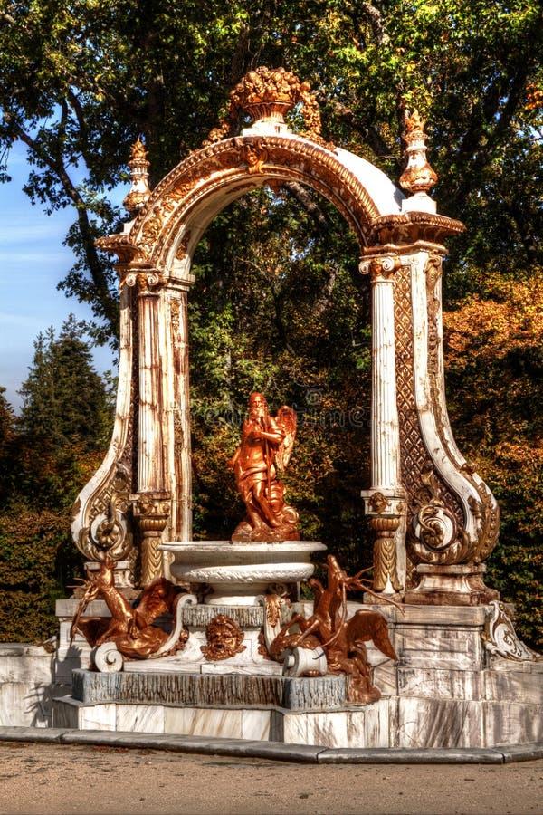 Fonte em jardins do palácio do La Granja de san Ildefonso, Segovia, Castile e Leon, Espanha imagens de stock royalty free