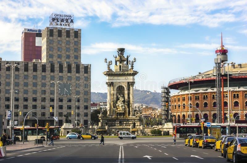 Fonte em Plaza de Espana, Barcelona imagens de stock