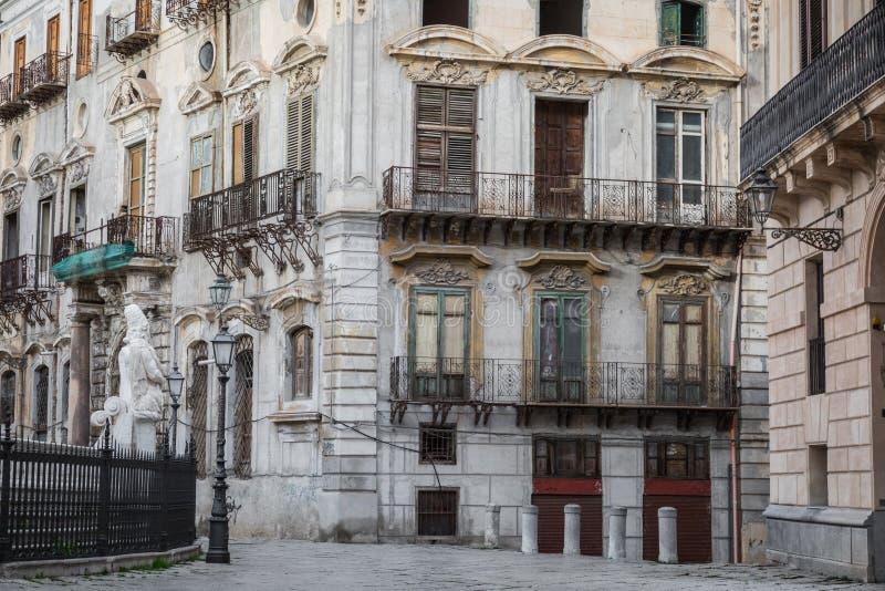 Fonte famosa da vergonha na praça barroco Pretoria, Palermo, si imagens de stock royalty free