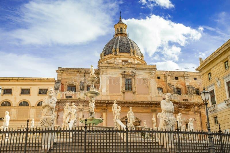Fonte famosa da vergonha na praça barroco Pretoria, Palermo, Sicília foto de stock