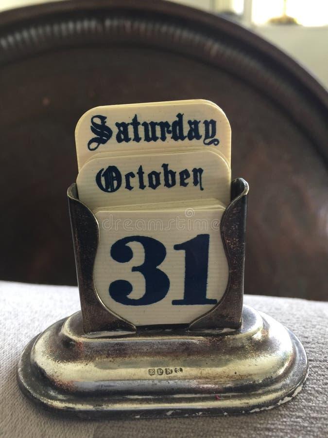 Fonte inglese di Halloween del vecchio calendario sabato 31 ottobre antico d'argento vecchia gotica fotografie stock