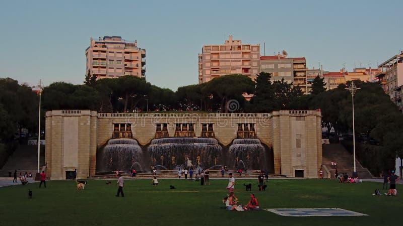Fonte luminos fontain na Alameda parku, Lisbon w miękkim wieczór świetle zdjęcie stock