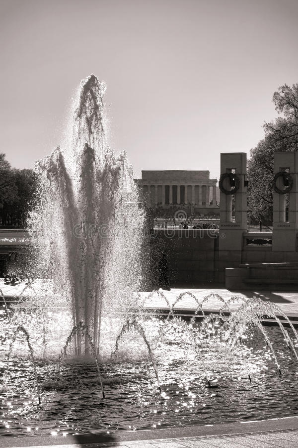 Fonte memorável da segunda guerra mundial no Washington DC imagens de stock