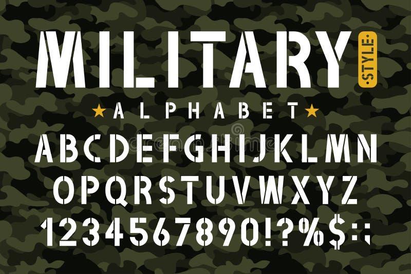 Fonte militar do estêncil no fundo da camuflagem Escreva o alfabeto com números no estilo retro do exército ilustração stock