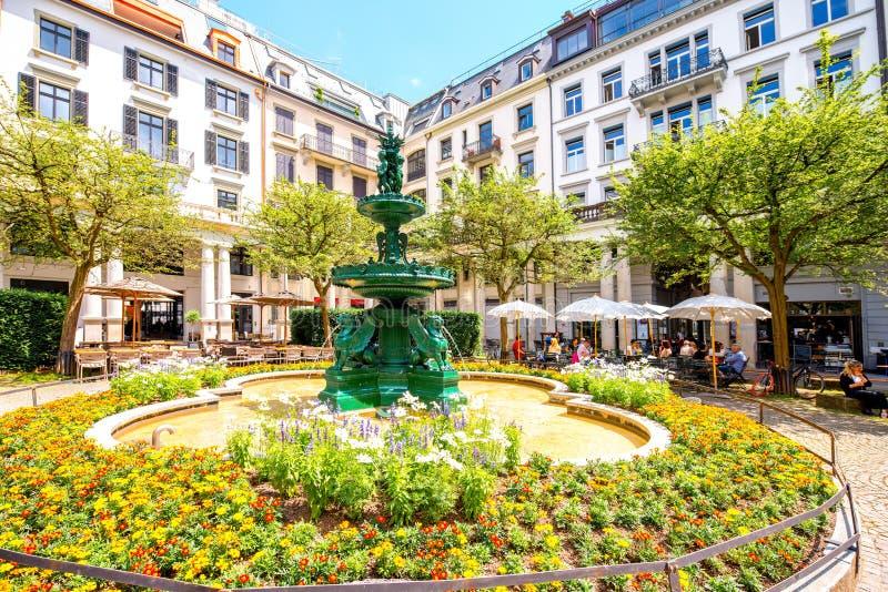 Fonte na cidade de Zurique imagens de stock royalty free