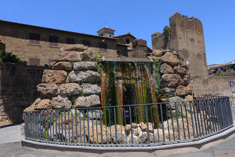 A fonte na cidade velha de Cerveteri fotografia de stock