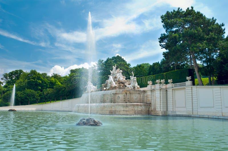 Fonte no parque de Viena fotografia de stock royalty free