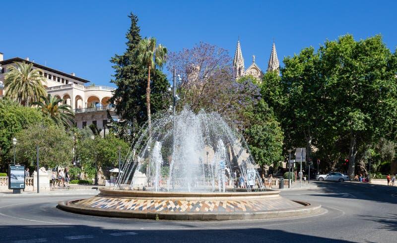 Fonte no quadrado de cidade central, Palma de Mallorca imagens de stock royalty free