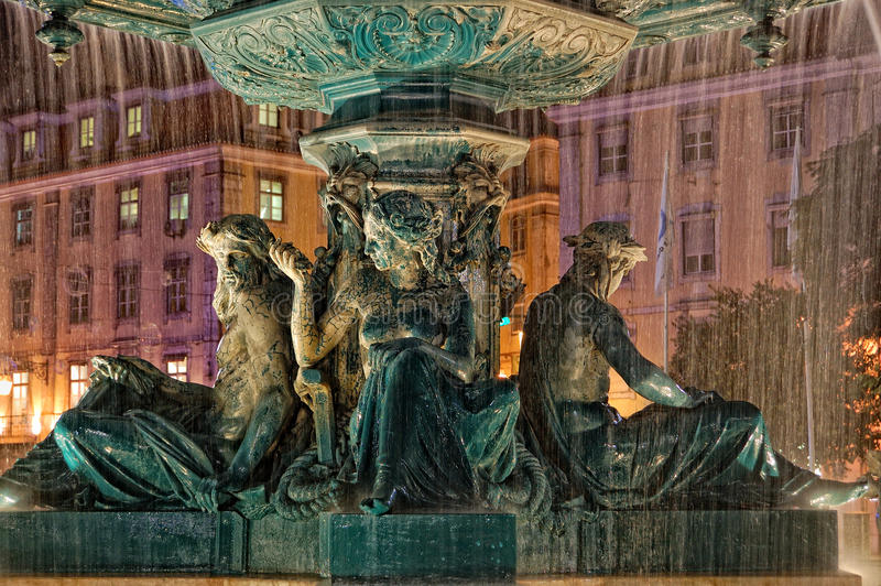 Fonte no quadrado de Rossio em Lisboa foto de stock royalty free