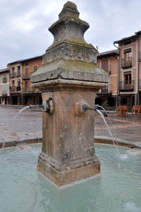Download Fonte No Quadrado Principal De Ayllon, Segovia, Espanha Imagem de Stock - Imagem de medieval, mediterranean: 29826987