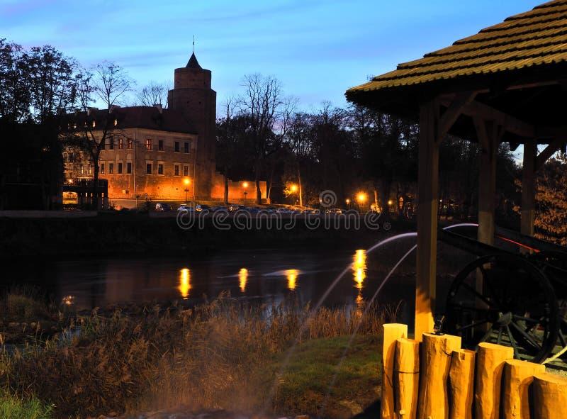 Fonte, rio e castelo foto de stock royalty free