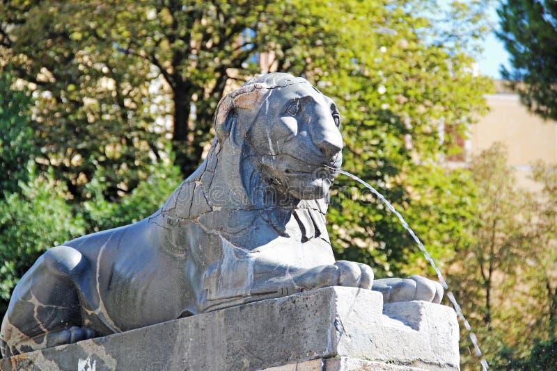 Fontein Beeldhouwwerk van een leeuw, Rome, Italië royalty-vrije stock afbeeldingen