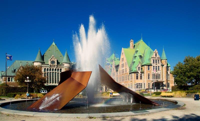 Fontein bij het station in Quebec stock fotografie