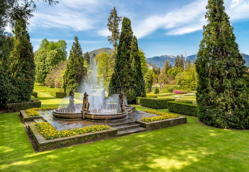 Fontein in de Botanische Tuin van Villa Taranto, Pallanza, Italië stock foto